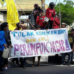 Aksi Tolak Kebijakan Jokowi-JK Berakhir Ricuh di Ternate