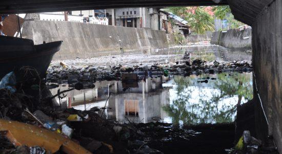 Sampah di bawah Jembatan Tapak II. (Hairil Hiar)