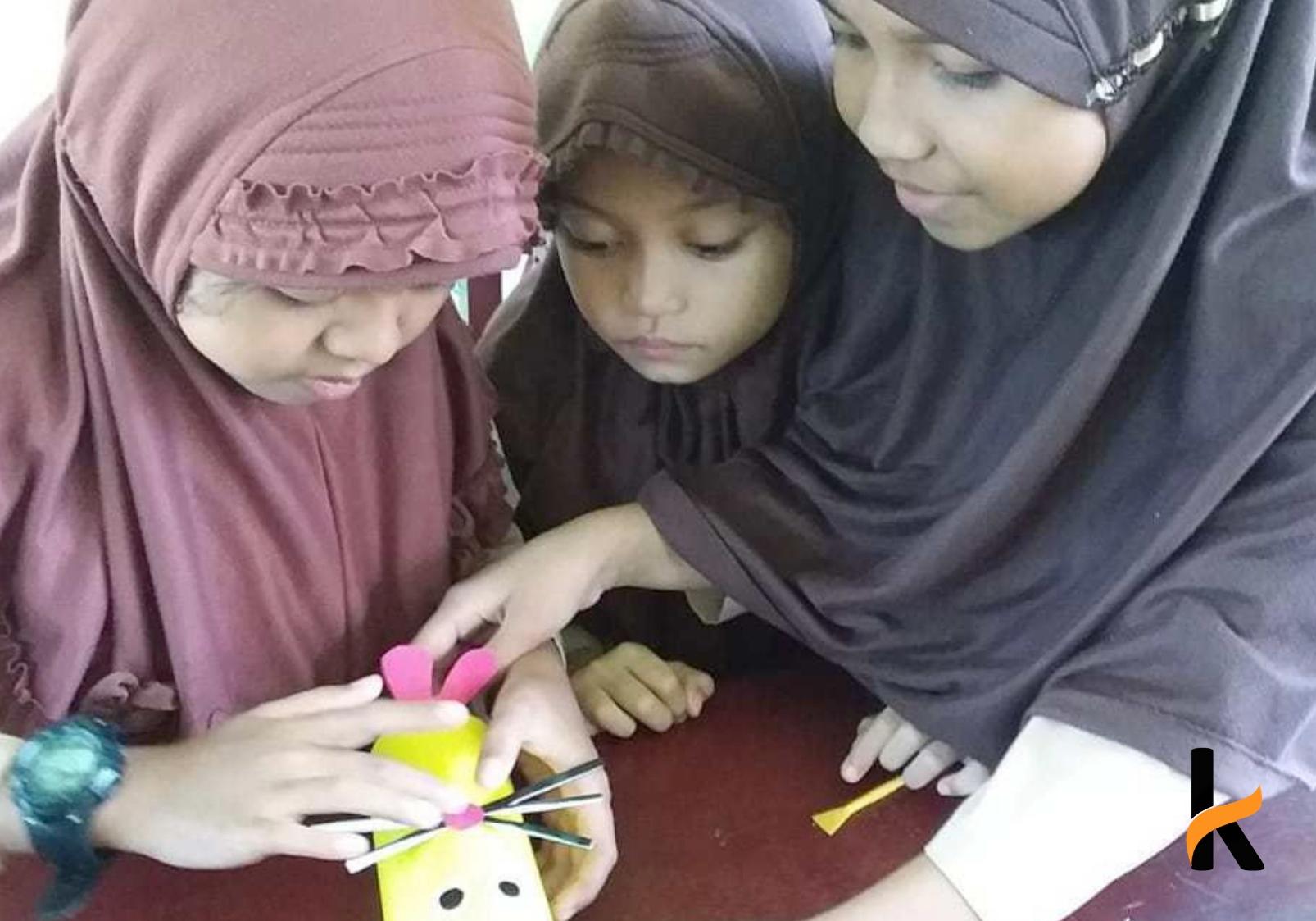 Sulap Sampah Plastik Jadi Tempat Pensil Anak SD