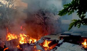 9 Rumah Pedagang di Belakang Toko Indo Meubel Gamalama Terbakar