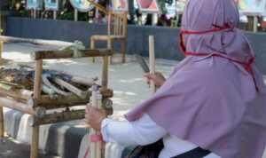 Kisah Pedagang Gula Tare yang Berkeliling di Pusat Kota Ternate