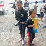 2 Bocah Perempuan Ikut Pengibaran Bendera di Bawah Laut Ternate