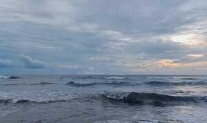 Waspada Gelombang Tinggi 6 Meter Berpotensi Terjadi di Perairan Maluku Utara
