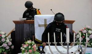 Pasukan Jibom dan Gegana Sterilisasi Gereja di Ternate
