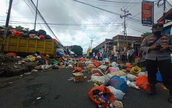 Utang BBM Menumpuk Berujung Sampah Menggunung di Ternate